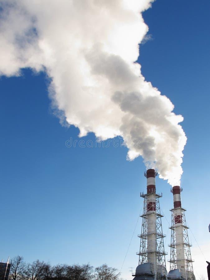 Tubos y la niebla con humo imagen de archivo
