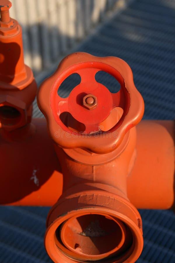 Tubulação com válvula imagens de stock