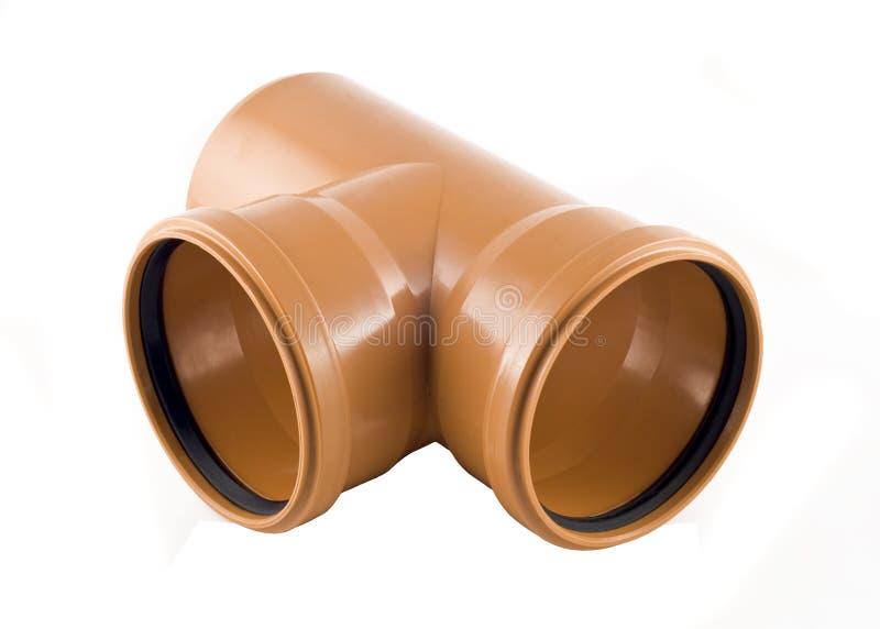 Tubulação de esgoto plástica da T-filial isolada sobre o branco foto de stock royalty free