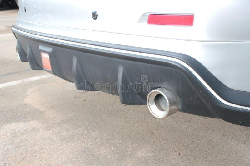 Tubulação de exaustão moderna no carro fotos de stock royalty free