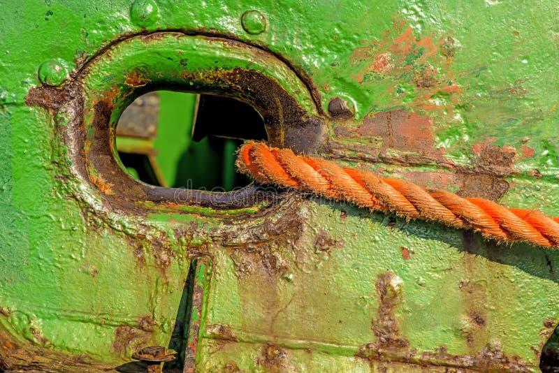 Tubulação de Hawse com linha de amarração foto de stock royalty free