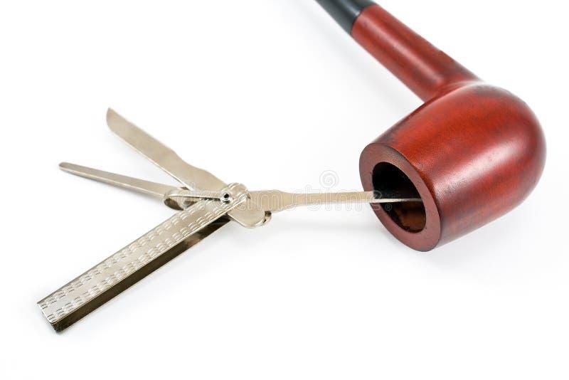 Tubulação de tabaco e ferramenta da limpeza foto de stock royalty free