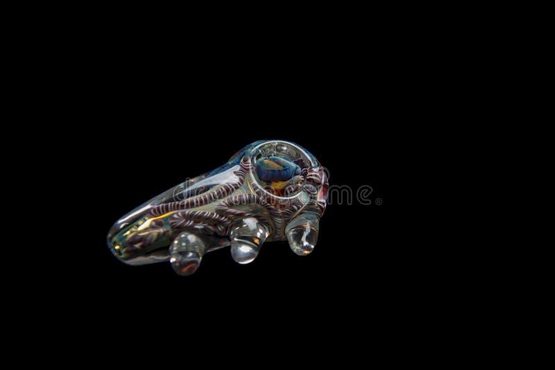 Tubulação de vidro bonita da marijuana com redemoinhos da cor fotografia de stock royalty free