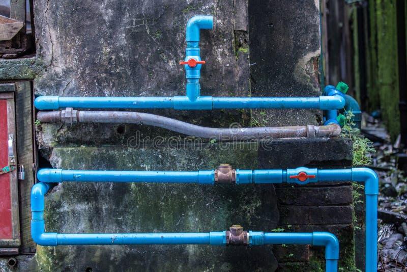 Tubulação e válvula do PVC fotos de stock royalty free