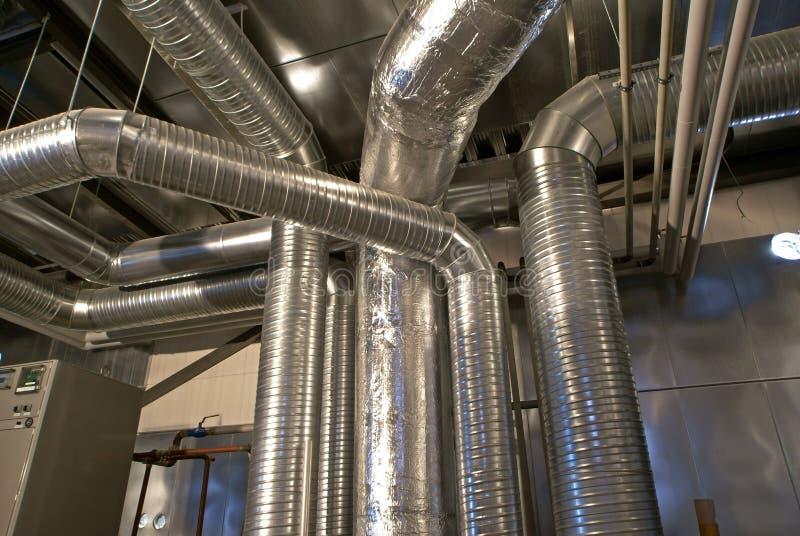 Tubulações da ventilação de uma condição do ar fotografia de stock royalty free