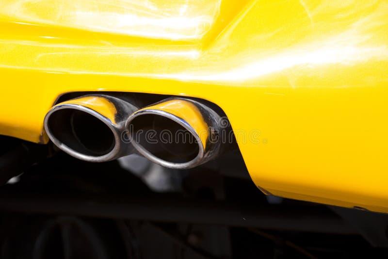 Tubulações de exaustão do veículo foto de stock