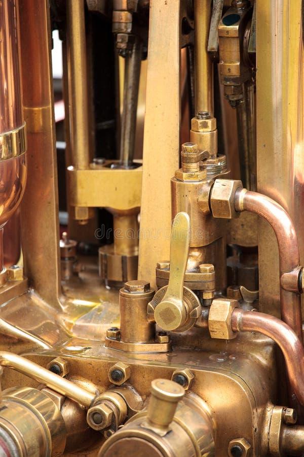Tubulações do bronze do motor de vapor fotografia de stock