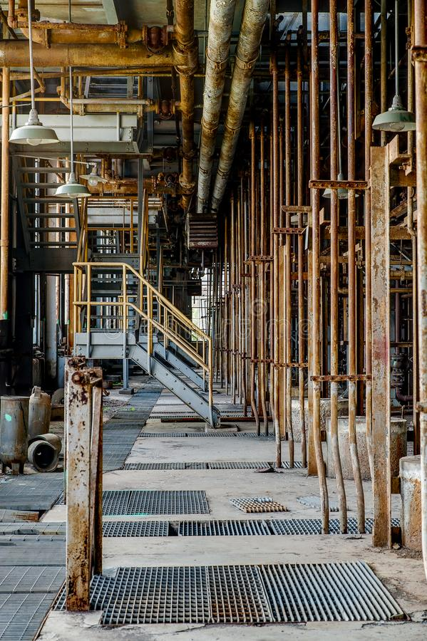 Tubulações verticais na casa da concentração do ácido sulfúrico - Indiana Army Ammunition Depot - Indiana fotografia de stock royalty free