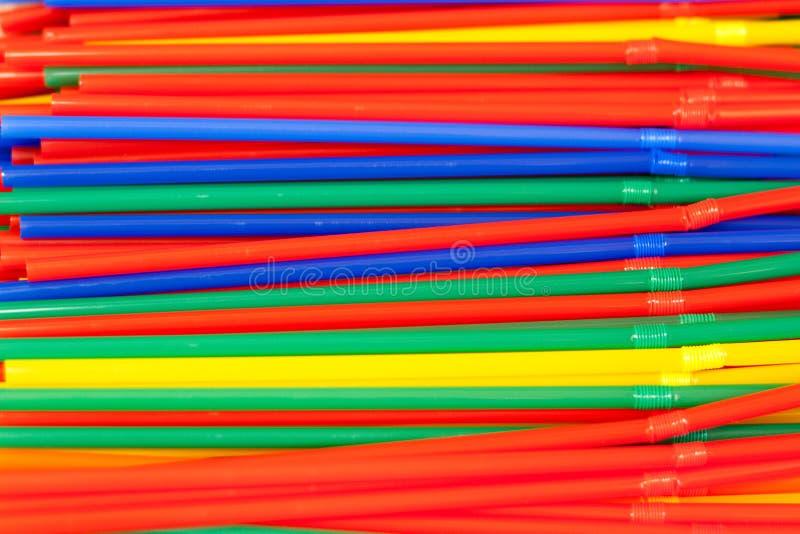 Tubules colorés pour un cocktail photo libre de droits