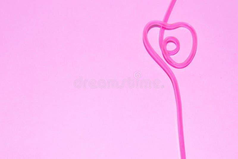 Tubuli per i cocktail su un fondo rosa bevitori fotografie stock libere da diritti