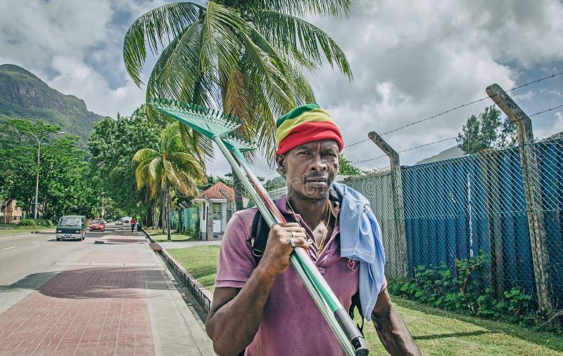 Tubylczy creole mężczyzna iść na pracie obrazy stock