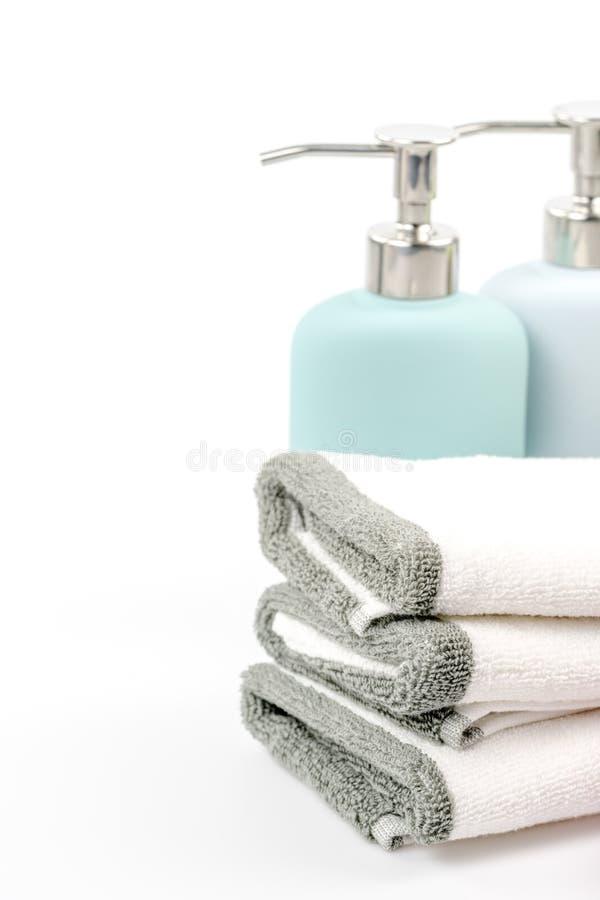 Tuch, Shampoo und Flüssigseife auf dem Hintergrund stockfotografie