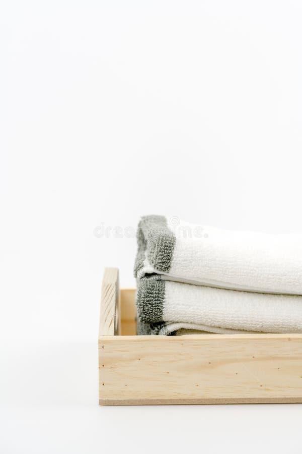 Tuch, Shampoo und Flüssigseife auf dem Hintergrund stockfotos