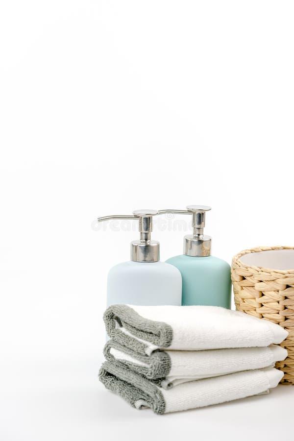Tuch, Shampoo und Flüssigseife auf dem Hintergrund lizenzfreie stockfotografie