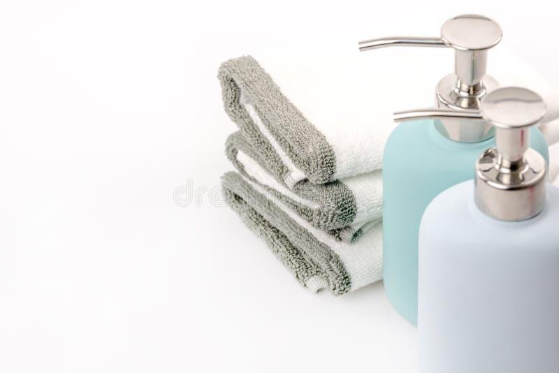 Tuch, Shampoo und Flüssigseife auf dem Hintergrund lizenzfreies stockbild
