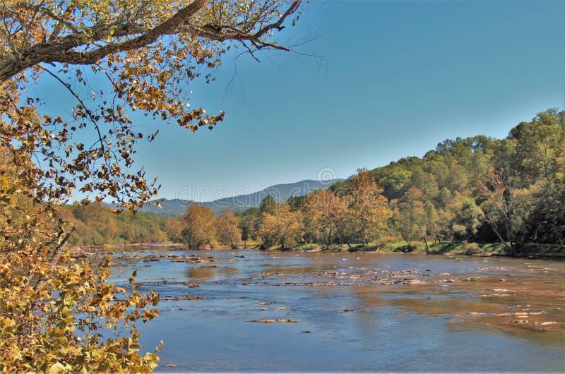 Tuckasegee-Fluss lizenzfreie stockfotografie
