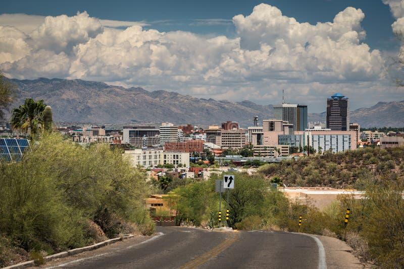 Tucson del centro dalla strada al picco della sentinella immagini stock