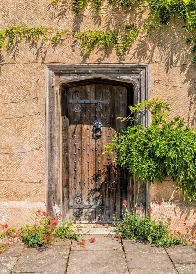 Tudor Doorway, casa de Packwood, Warwickshire, Inglaterra fotos de archivo libres de regalías
