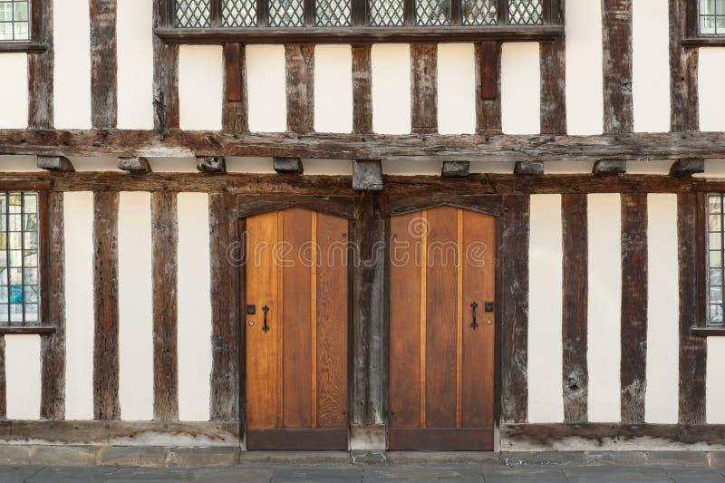 Tudor husdörrar royaltyfria foton
