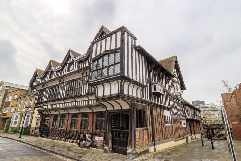 Tudor ogród & dom fotografia royalty free