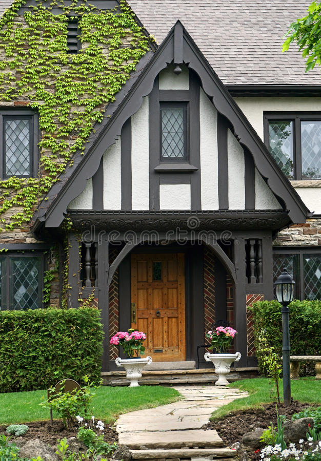 Free Tudor Style House Royalty Free Stock Photos - 54018498