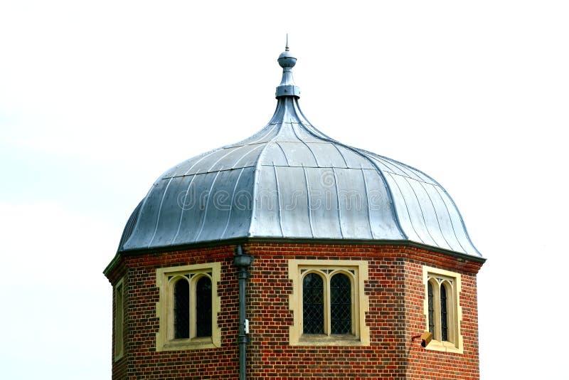 Tudor torn med ledningstaket royaltyfri foto