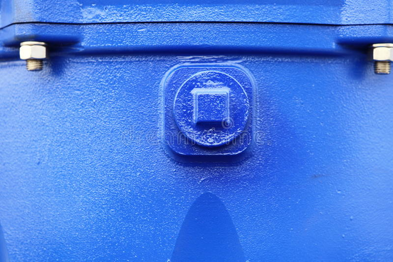 Tuerca de tornillos en la maquinaria industrial del detalle azul de la placa de acero fotografía de archivo libre de regalías