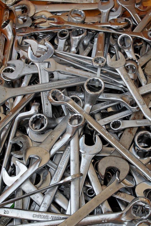 Tuercas de las llaves - y - tornillos fotos de archivo libres de regalías