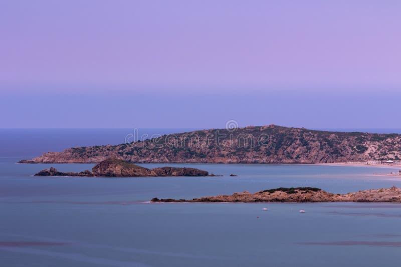Tuerredda海岸线在日落的,撒丁岛意大利 图库摄影