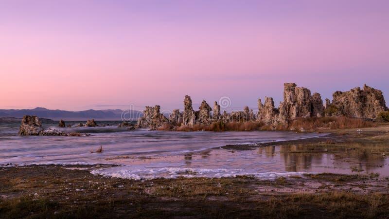 Tufa vormingen op Monomeer bij Zonsondergang royalty-vrije stock foto's