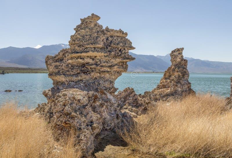 Tufabildande på den mono sjön - Kalifornien fotografering för bildbyråer
