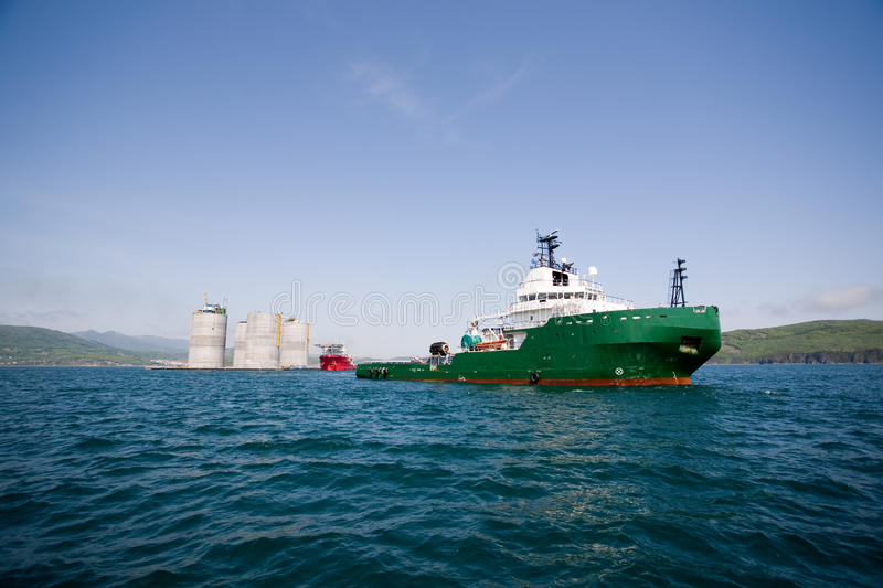 Download Tug Towing Offshore Oil Platform Stock Photo - Image: 25397720