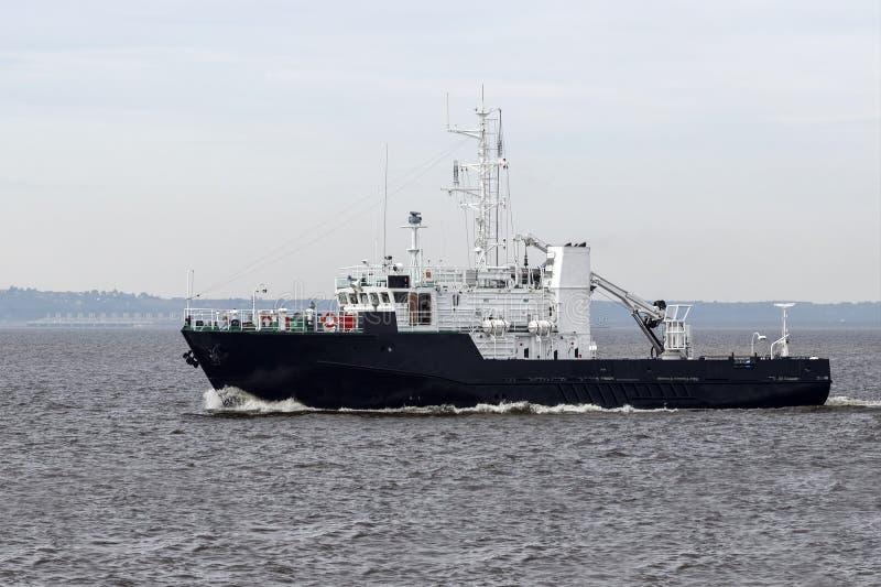 Tugboat na otwartym morzu obrazy royalty free