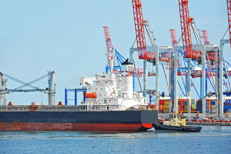 Tugboat target290_0_ masowego ładunku statek zdjęcie royalty free