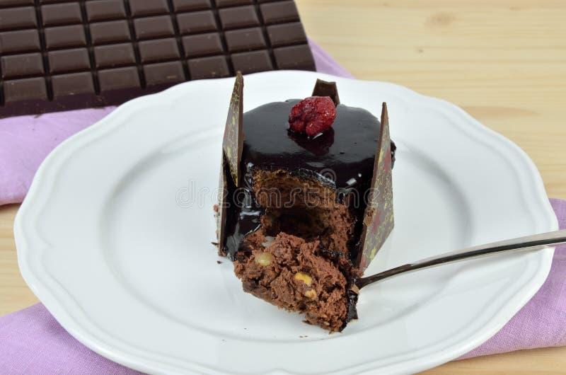 Tugga av chokladkakan royaltyfria foton