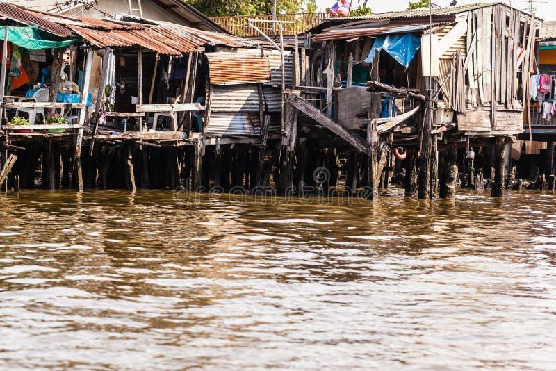 Tugurios del río foto de archivo