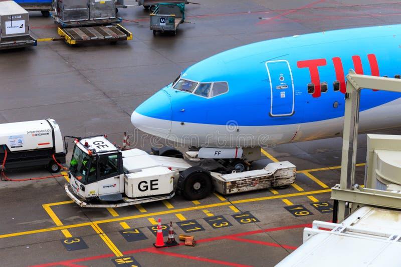 TUI喷气机飞机推迟起飞 免版税图库摄影