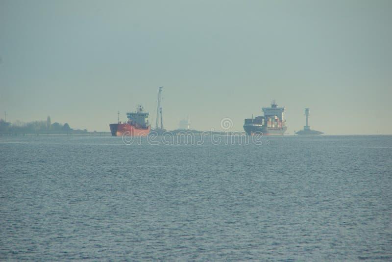 从Tui巡航的新的旗子船`米恩希夫6 `做它首次电话对基尔港  免版税库存图片