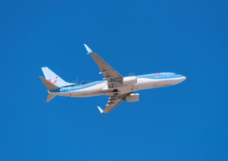 Tui波音737-800从2016年1月13日的特内里费岛南机场离开 Tui,是德国低成本航空公司 免版税图库摄影