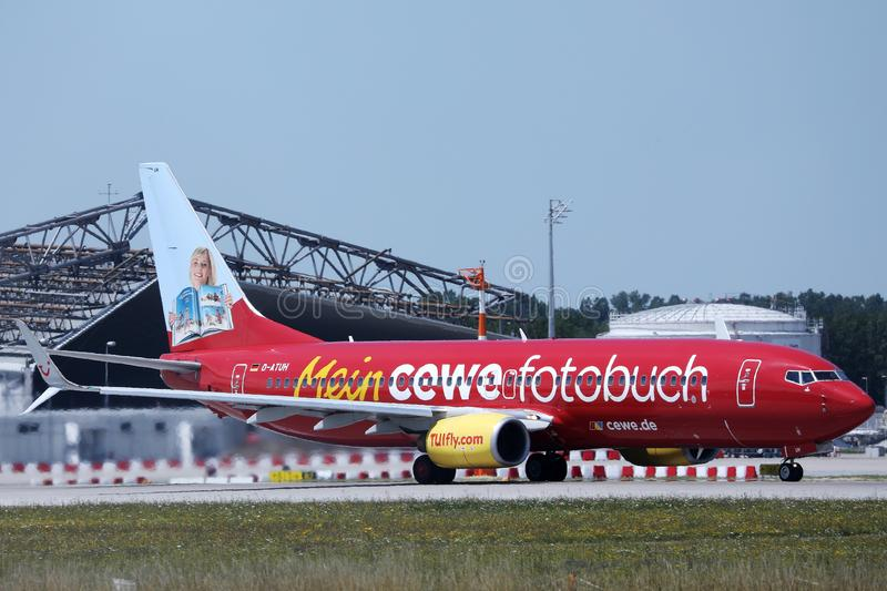 TUI Airways, livrée de fotobuch de cewe de Mein dans l'aéroport de Munich, MUC photos stock