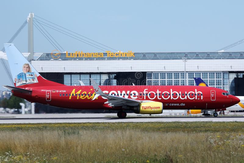 TUI Airways, livrée de fotobuch de cewe de Mein dans l'aéroport de Munich, MUC photo stock