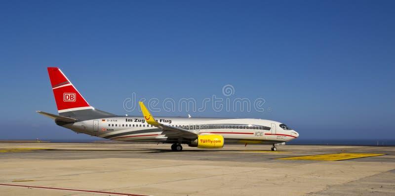 Download TUI Komarnica Zug Zum Flug, Boeing 737-800 Obraz Stock Editorial - Obraz złożonej z podróż, samolot: 28960299