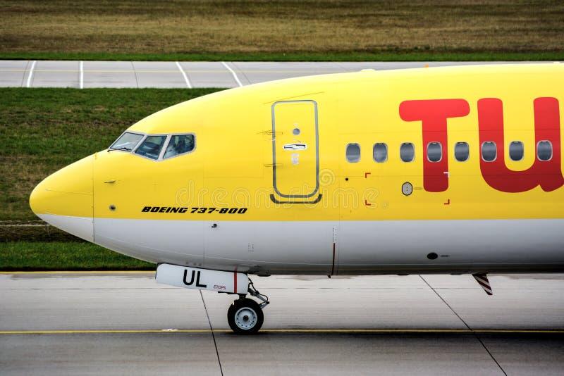 TUIfly B738 на авиапорте Мюнхена стоковые фотографии rf