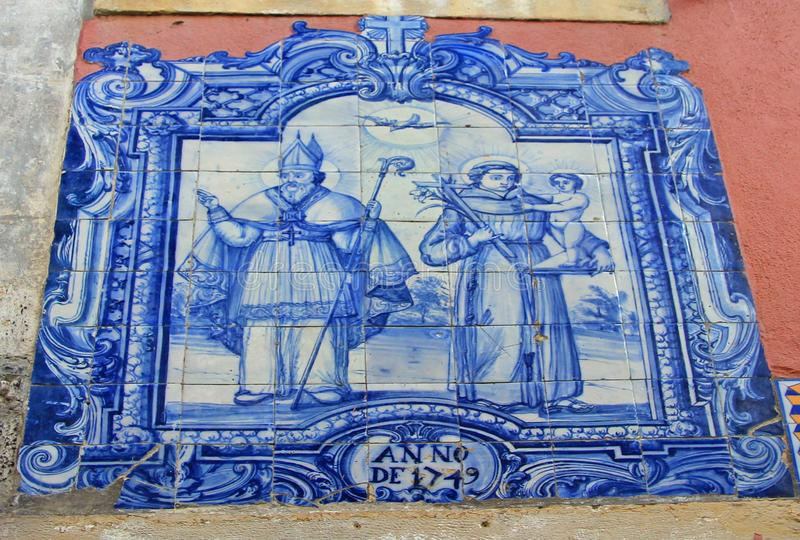 Tuile bleue d'azulejo dans le vieil alfama de ville du lissabon photographie stock