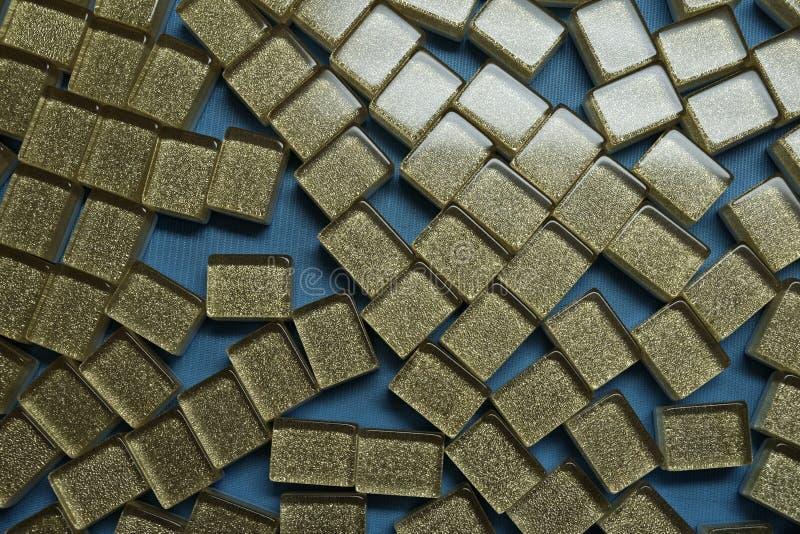Tuile de Mahjongg réglée sur la table photographie stock