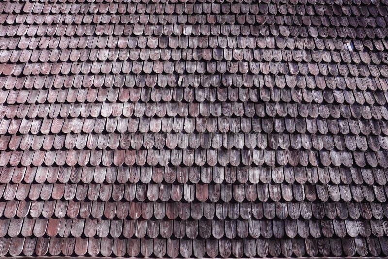 Tuile de toit en bois traditionnelle de vieille maison image stock image du construit for Tuile de maison