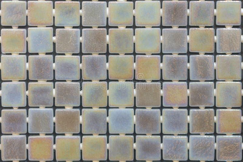 Tuiles d?coratives en c?ramique de diff?rentes textures couvrant les murs et le plancher dans la cuisine, la salle de bains ou la photo stock