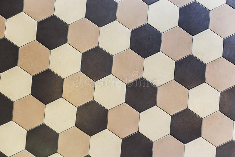Tuiles de marbre colorées d'hexagone Beige et brun photos stock