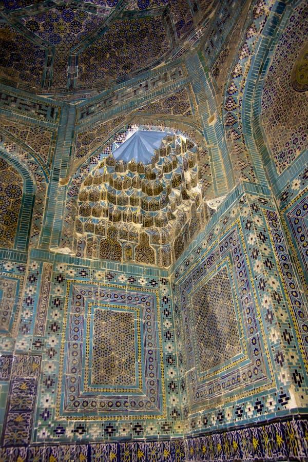 Tuiles de mosaïque à l'intérieur de mausolée à l'ensemble de Shah-je-Zinda, Sama image stock