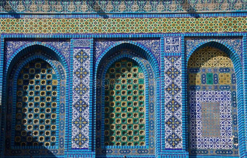 Tuiles de mosa?que et d?tails arabes bleus sur le d?me de la roche, l'Esplanade des mosqu?es, J?rusalem l'israel image stock